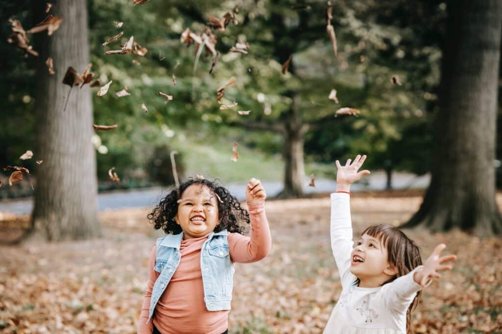 bambini green attività per giocare all'aperto a casa giochi divertenti